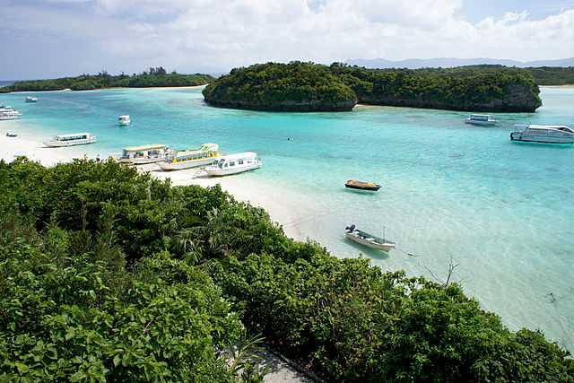 kabira-bay-in-yaeyama-islands