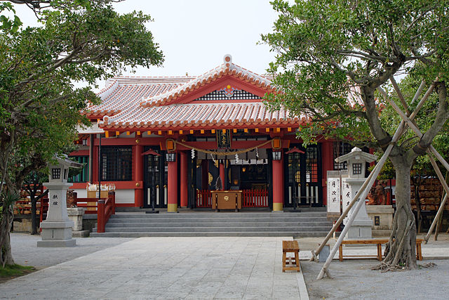 naminoue-shrine-in-naha