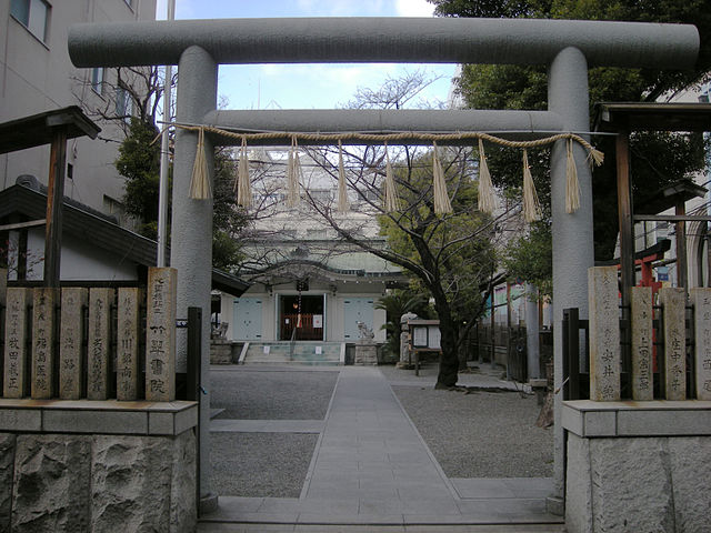 mitus-hachimangu-shrine-in-central-osaka-city